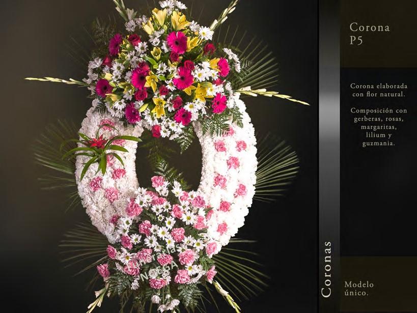 Corona de gerveras rosas margaritas lilium y guzmania Jardin noega tanatorio gijon esquelas