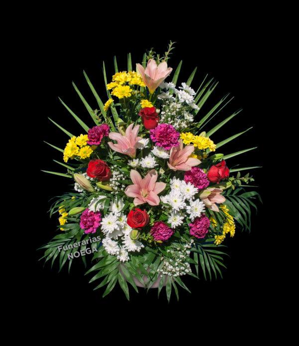Centro floral de margaritas, rosas, claveles e lilium asiático | Jadín Noega